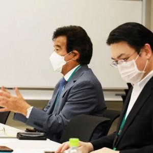発言される高橋会長、右は大村会長代理