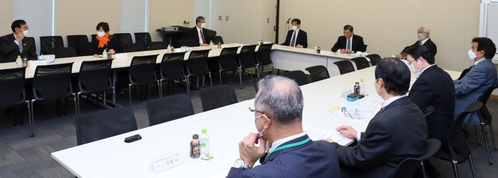 ちんたい議連との第3回対策会議の様子 右端が高橋会長