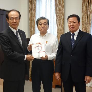 西日本豪雨災害への義援金を愛媛県、広島県、岡山県へ贈呈